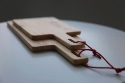 <img class='new_mark_img1' src='https://img.shop-pro.jp/img/new/icons8.gif' style='border:none;display:inline;margin:0px;padding:0px;width:auto;' />【ACACIA】SQUARE CUTTING BOARD L