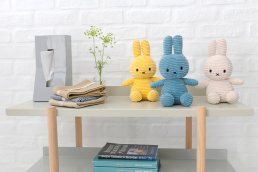 <img class='new_mark_img1' src='https://img.shop-pro.jp/img/new/icons8.gif' style='border:none;display:inline;margin:0px;padding:0px;width:auto;' />Miffy Corduroy 23cm