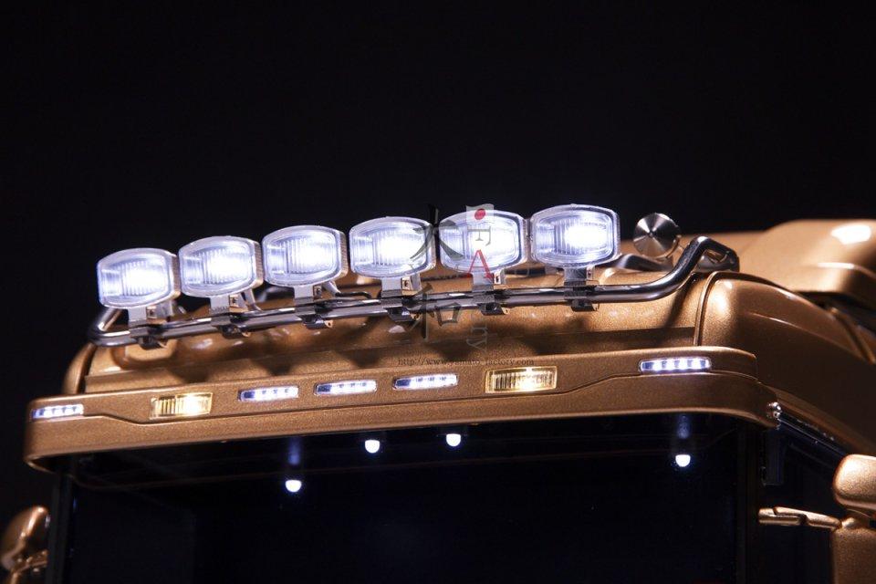 【取り寄せ】SCANIA用 6連角型ルーフバーライト