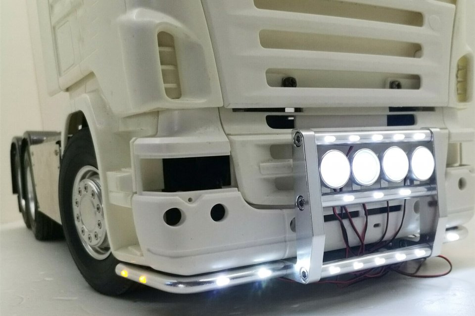SCANIA用 フロントLEDグリルガード<img class='new_mark_img2' src='https://img.shop-pro.jp/img/new/icons1.gif' style='border:none;display:inline;margin:0px;padding:0px;width:auto;' />
