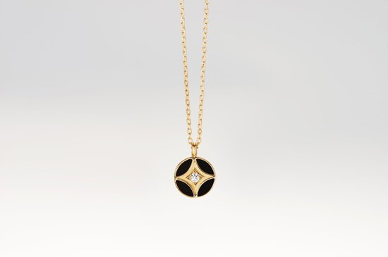 small seven tressures pendant with onyx