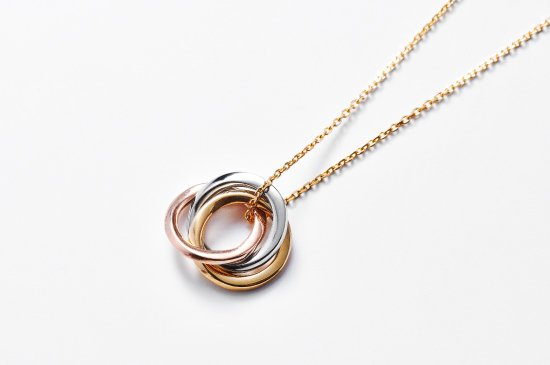<img class='new_mark_img1' src='https://img.shop-pro.jp/img/new/icons8.gif' style='border:none;display:inline;margin:0px;padding:0px;width:auto;' />mobius trinity necklace