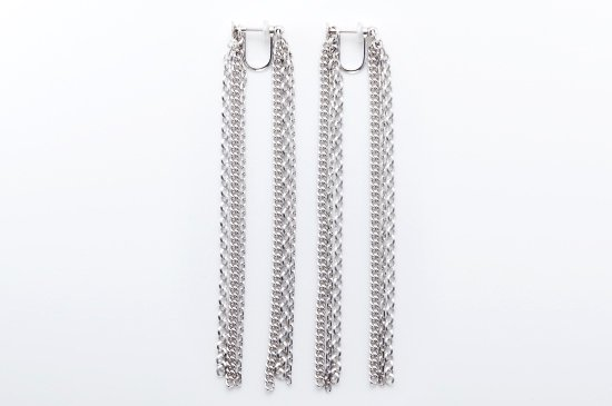 <img class='new_mark_img1' src='https://img.shop-pro.jp/img/new/icons8.gif' style='border:none;display:inline;margin:0px;padding:0px;width:auto;' />MODERN FRINGE EARRING