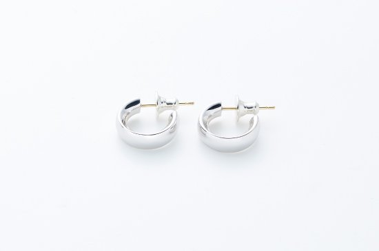 SMALL ROUND TYPE PIERCED EARRING