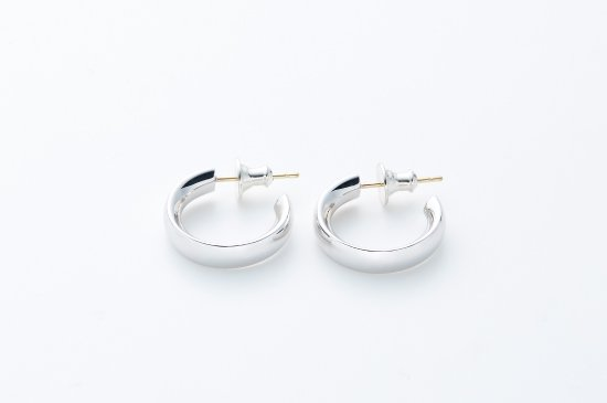 LARGE ROUND TYPE PIERCED EARRING