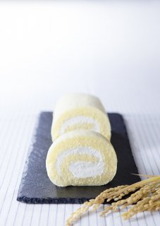 佐渡地鶏ひげ卵使用 premium 佐渡島トキのお米ロール 18� 1本