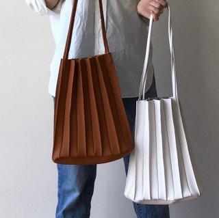 レフアアゾマチックレザープリーツバッグ
