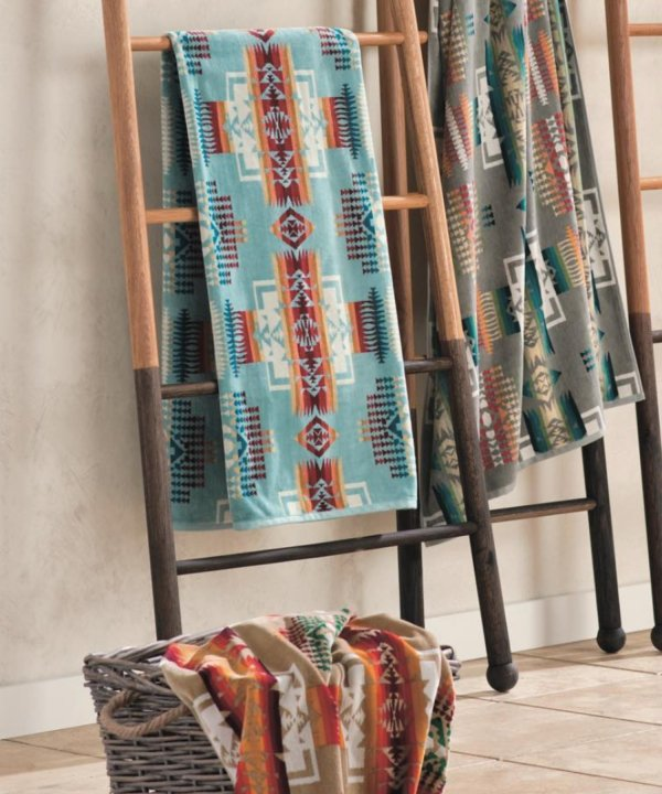 <img class='new_mark_img1' src='//img.shop-pro.jp/img/new/icons1.gif' style='border:none;display:inline;margin:0px;padding:0px;width:auto;' />OVERSIZED JACQUARD TOWEL/AQUA 【PENDLETON OFFICIAL】