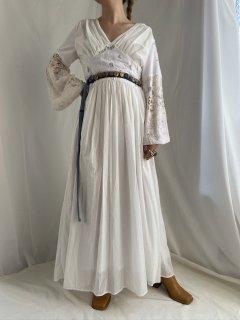 cutwork bellsleeve dress