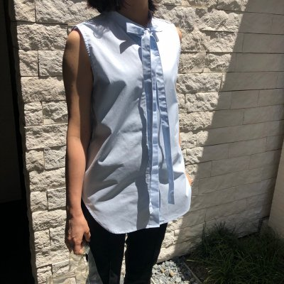 Sleeveless Heart line ribbon shirt / Light blue ( C'est chic! original)