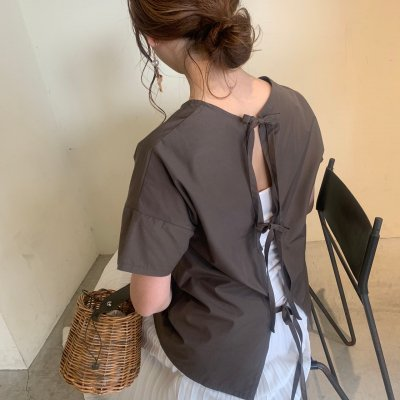 <img class='new_mark_img1' src='https://img.shop-pro.jp/img/new/icons16.gif' style='border:none;display:inline;margin:0px;padding:0px;width:auto;' />Back ribbon blouse / Charcoal