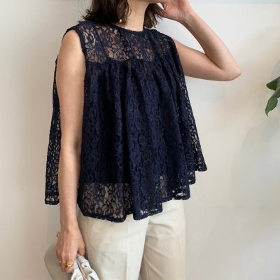 <img class='new_mark_img1' src='//img.shop-pro.jp/img/new/icons16.gif' style='border:none;display:inline;margin:0px;padding:0px;width:auto;' />Lace flare sleeveless blouse / Navy
