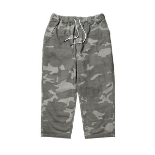 <img class='new_mark_img1' src='//img.shop-pro.jp/img/new/icons1.gif' style='border:none;display:inline;margin:0px;padding:0px;width:auto;' />BAGGY CAMO PANTS