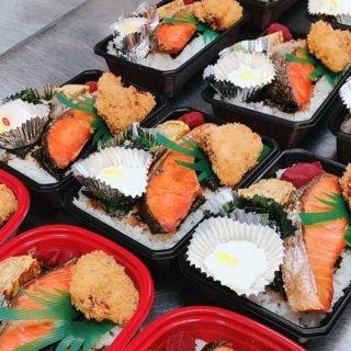 ダブル海苔・鮭弁当(蟹汁付き)
