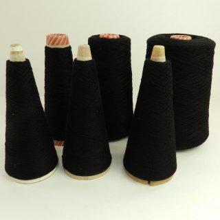 黒色の糸 856g/番手2/26/東洋紡糸工業のPIARA/カシミア100%
