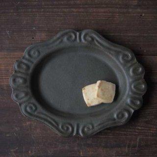 オリーブグリーン・楕円ロココ皿