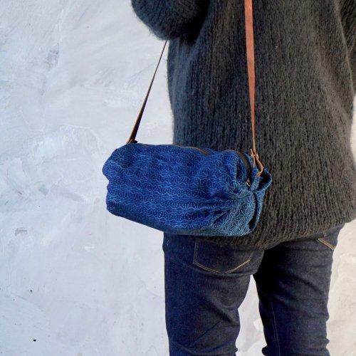 キャラメルショルダーバッグ/麻柄インディゴ/三河木綿刺し子織