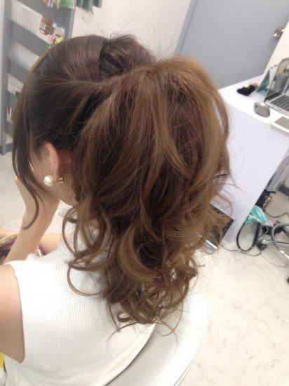 ポニーテールのヘアセット【画像3】