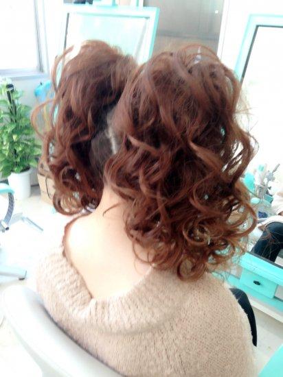 カールツインテールのヘアセット【画像2】