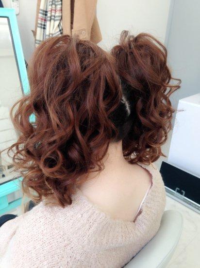 カールツインテールのヘアセット【画像3】