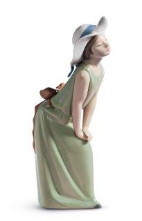 リヤドロ 人形  『鏡の前で(若草色の少女)  01005009 CURIOUS GIRL WITH STRAW HAT』