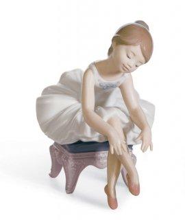 リヤドロ 人形  『リトルバレリーナ(出番前)  01008125 LITTLE BALLERINA』