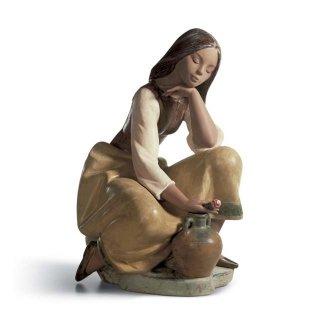 リヤドロ 人形  『水汲みの合間に  01013525 CLASSIC WATER CARRIER』