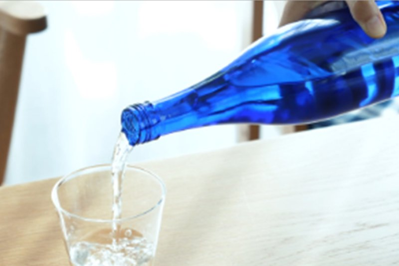 読み物 好評!涼しげなブルーボトルで癒し効果やインテリア度をアップ