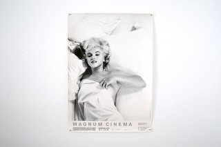 <img class='new_mark_img1' src='//img.shop-pro.jp/img/new/icons14.gif' style='border:none;display:inline;margin:0px;padding:0px;width:auto;' />Marilyn Monroe / Magnum Cinema Exhibition Poster Germany, 1995