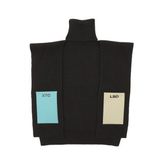 TURTLENECK SINGLE PANEL WITH PATCHES