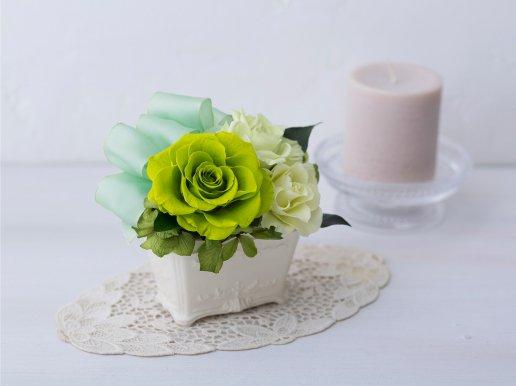 爽やかな緑のバラのプリザーブドフラワーアレンジメント KITTY(GREEN)