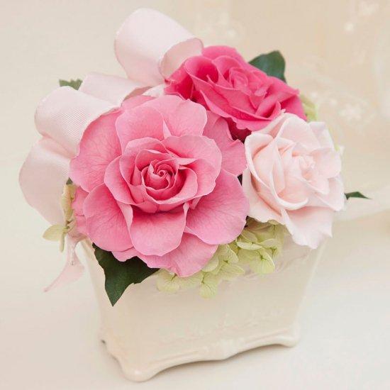 ピンクのプリザーブドフラワーのバラの小さなアレンジKITTY(PINK)