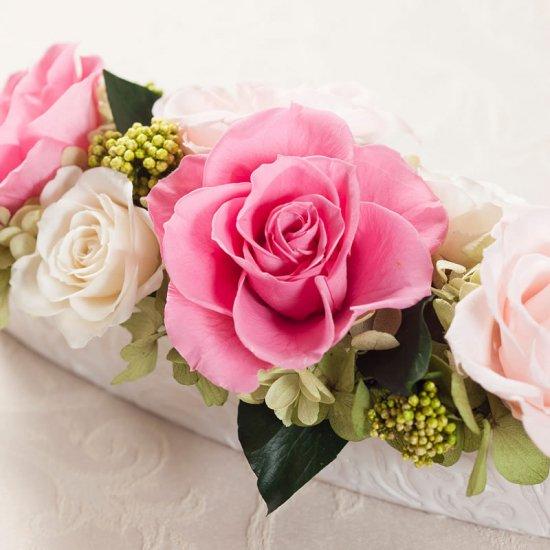ピンクのバラのプリザーブドフラワーのテーブルフラワーアレンジ (小)PATRICIA (PINK)