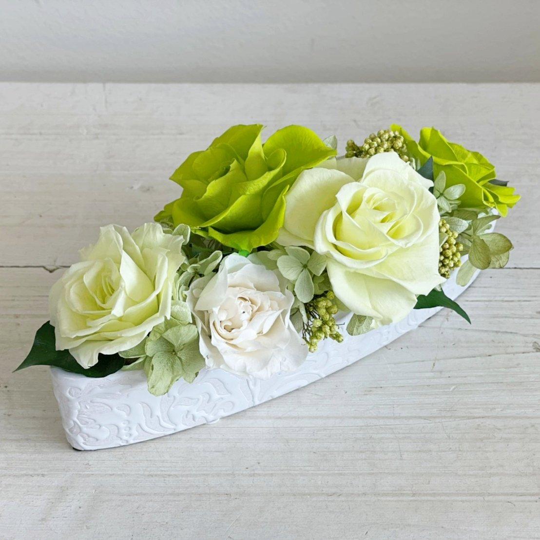 グリーンと白バラのプリザーブドフラワーのバラのテーブルフラワーアレンジ(小)PATRICIA (グリーン)