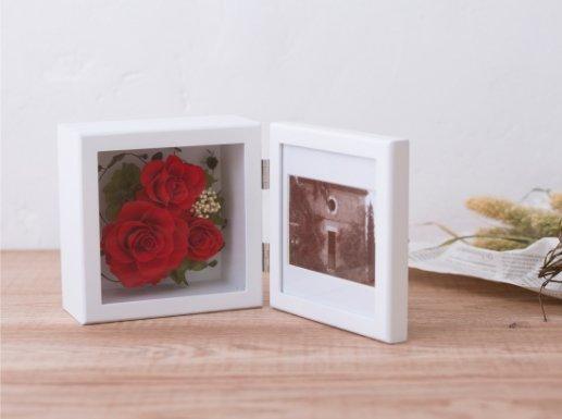 赤いバラのプリザーブドフラワーの写真立て(フォトフレーム) L(RED)