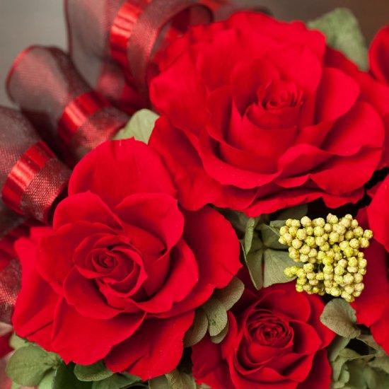 赤いバラのプリザーブドフラワーのフラワーアレンジメント MARY(赤)