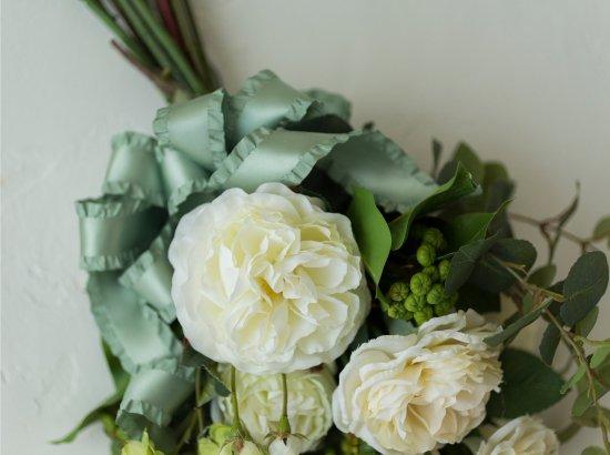 白バラとユーカリ高級造花のおしゃれなスワッグ(CECIL)