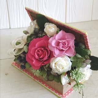ピンクのバラのプリザーブドフラワーのブック型フラワーアレンジメント-ピンク