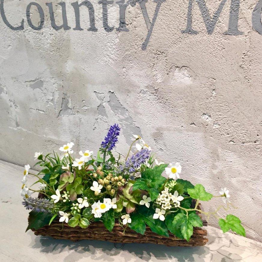 白とブルーの野の花アレンジメント