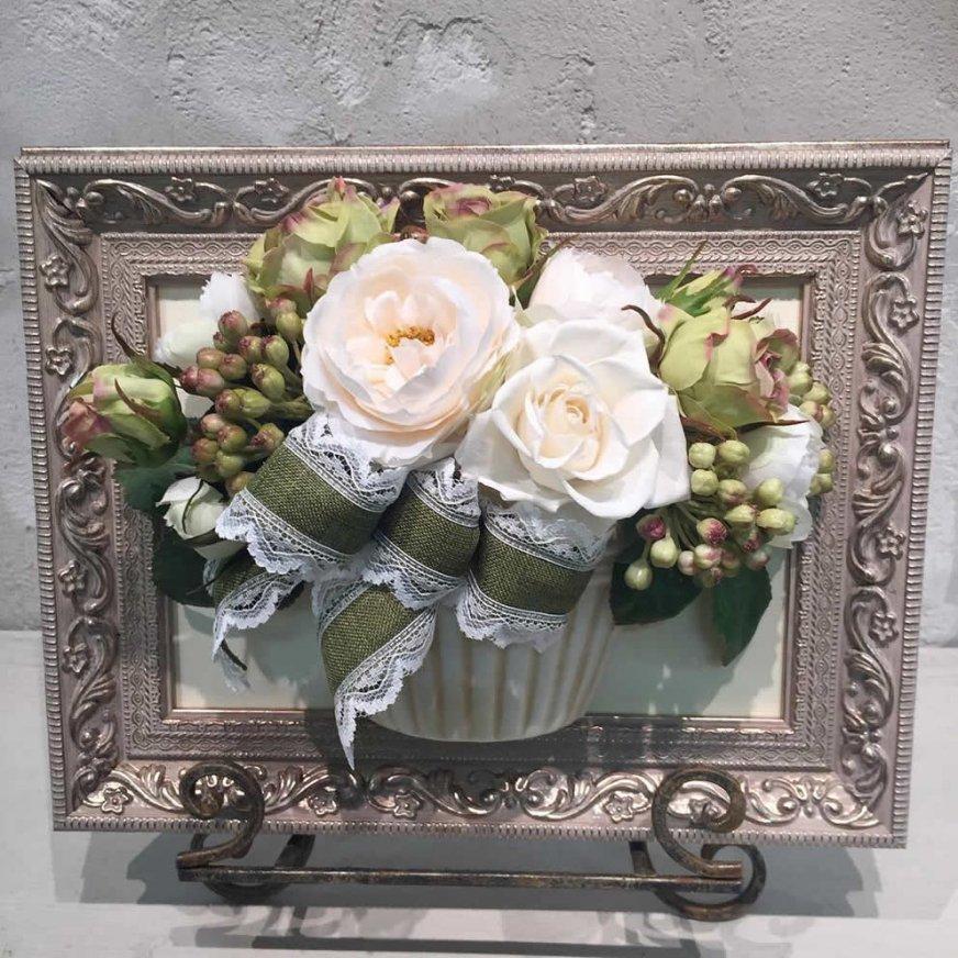 花絵 白いバラの壁掛けアレンジ