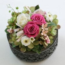 ローズピンクのプリザーブドフラワーと小花のアレンジ  ルーチェ