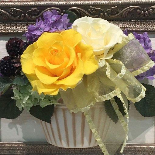 相澤紀子オリジナル フレームフラワー「花絵®」黄色と白いバラの壁掛けアレンジ