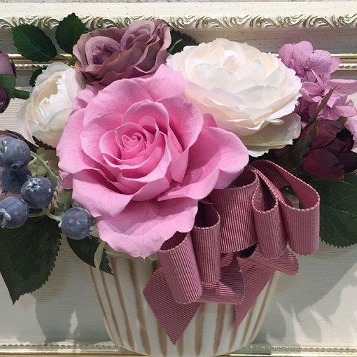 相澤紀子オリジナル フレームフラワー「花絵®」ピンクと白いバラの壁掛けアレンジ