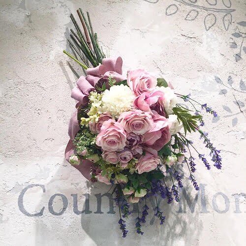 薫るようなボリュームのラベンダーピンクの高級造花のバラのスワッグ