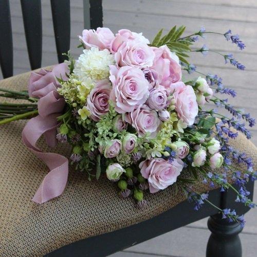 薫ようなボリュームのラベンダーピンクの高級造花のバラのスワッグ