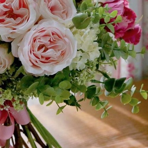 ピンクのオールドローズ 高級造花のクラッチブーケ