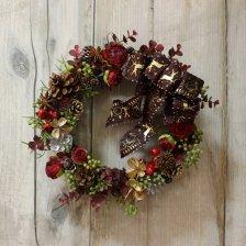 赤と茶色の可愛い木の実のクリスマスリース(中)