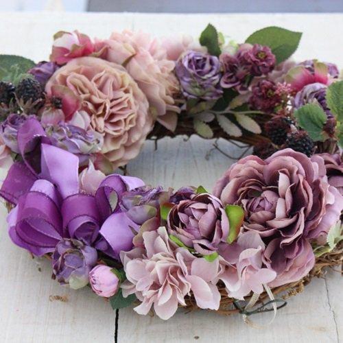 ラベンダー色のローズフラワーリース 高級造花