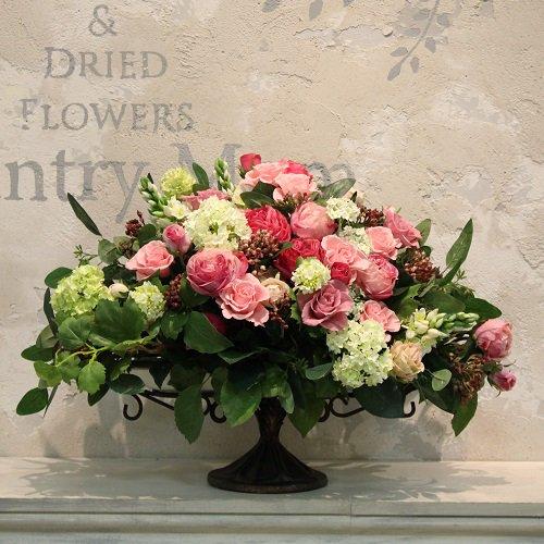 お祝いに大きな高級造花のアレンジメント
