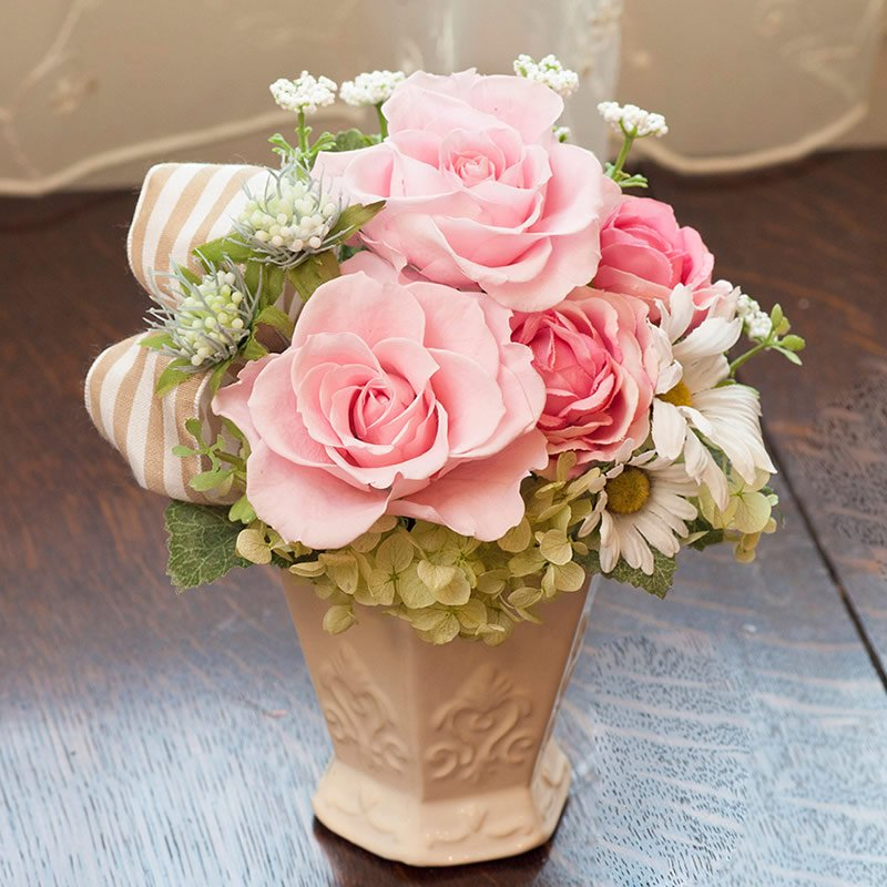 ピンクのプリザーブドフラワー 陶器アレンジメント(エレナ)